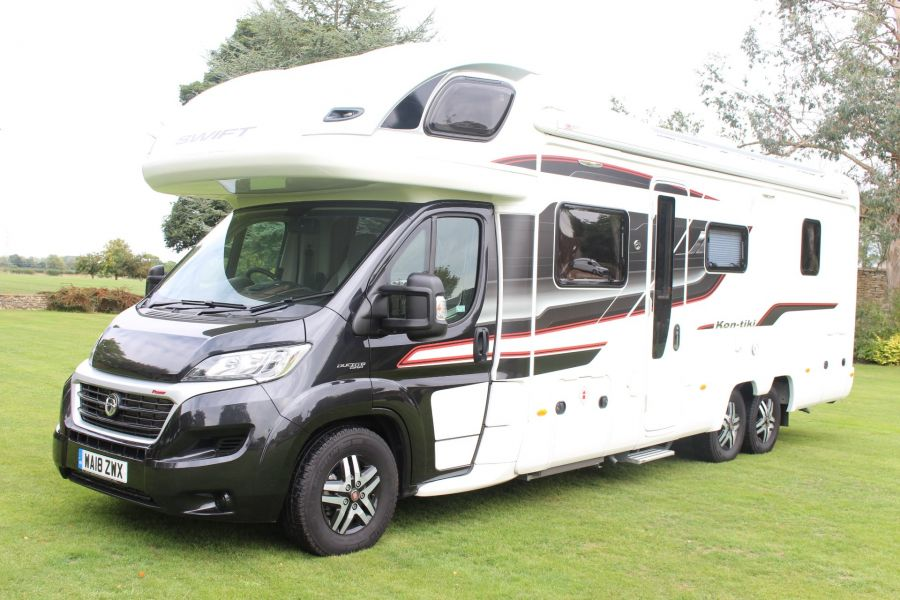 SWIFT KON-TIKI 669 HIGHLINE BLACK EDITION 6 BERTH, TAG AXLE, ISLAND BED - 8345 - 7