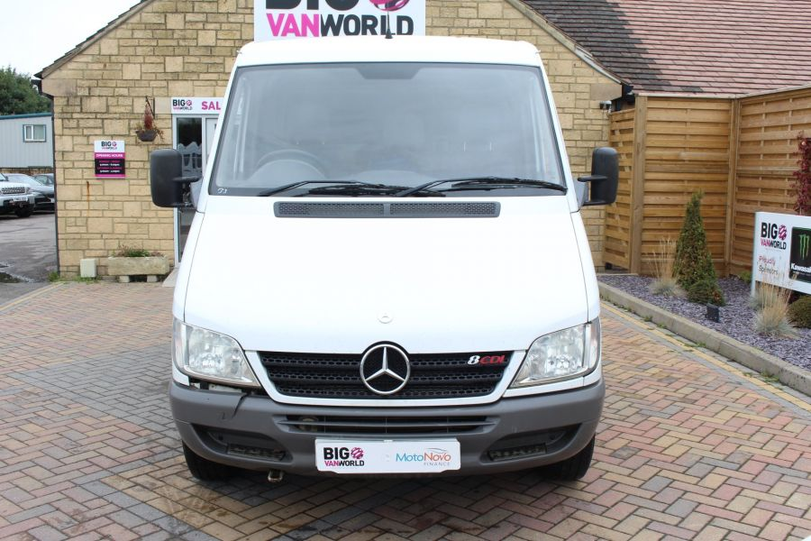 MERCEDES SPRINTER 208 CDI SWB LOW ROOF - 6631 - 9