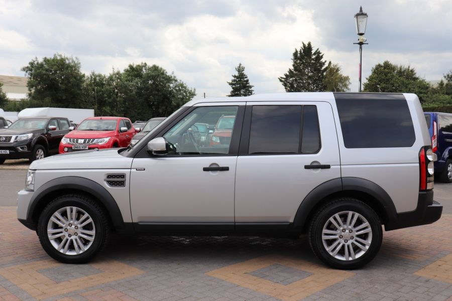 LAND ROVER DISCOVERY SDV6 255 COMMERCIAL XS - 9523 - 8