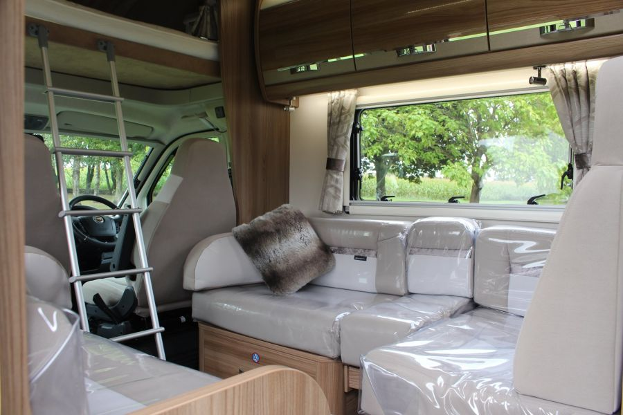 SWIFT KON-TIKI 669 HIGHLINE BLACK EDITION 6 BERTH, TAG AXLE, ISLAND BED - 8345 - 20