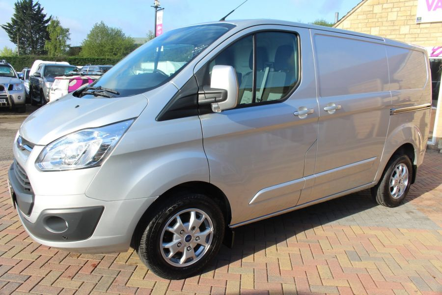 FORD TRANSIT CUSTOM 270 TDCI 125 L1 H1 LIMITED SWB LOW ROOF FWD - 7620 - 8