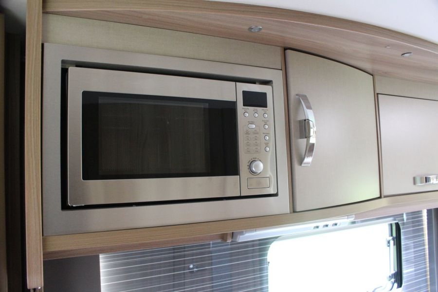 SWIFT KON-TIKI 669 HIGHLINE BLACK EDITION 6 BERTH, TAG AXLE, ISLAND BED - 8345 - 14