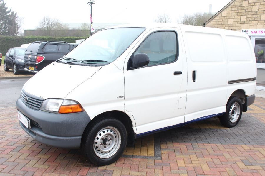 TOYOTA HI-ACE 280 GS SWB LOW ROOF - 7407 - 8