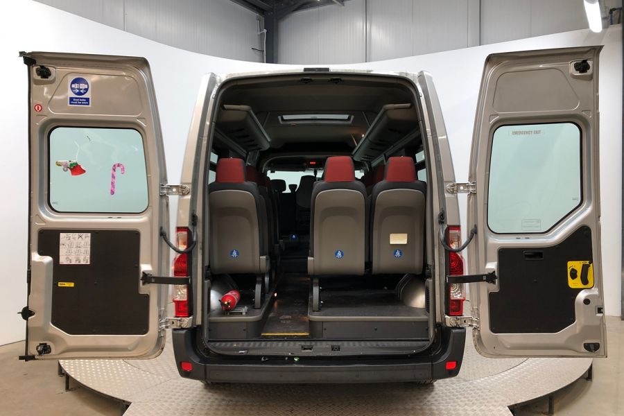 RENAULT MASTER LM39 DCI 150 BUSINESS LWB 17 SEAT BUS MEDIUM ROOF WITH OVERHEAD STORAGE  (13987) - 12235 - 13