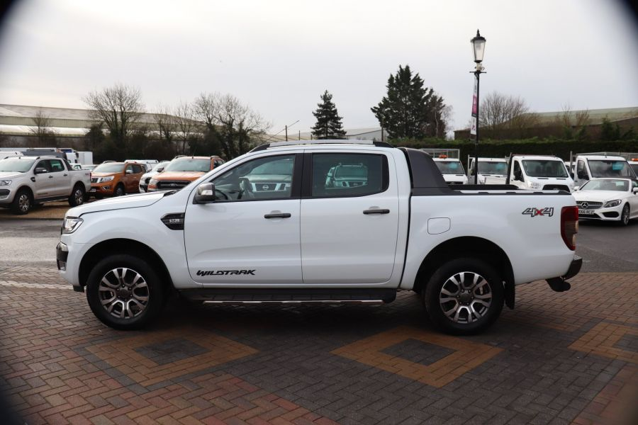 FORD RANGER WILDTRAK TDCI 200 4X4 DOUBLE CAB WITH ROLL'N'LOCK TOP - 8812 - 8