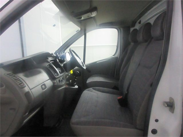 RENAULT TRAFIC LH29 DCI 115 LWB HIGH ROOF - 7202 - 12