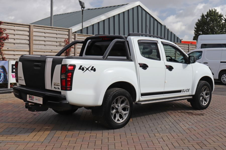 ISUZU D-MAX TD 164 TWIN TURBO BLADE DOUBLE CAB WITH ROLL'N'LOCK TOP  (14049) - 12327 - 8