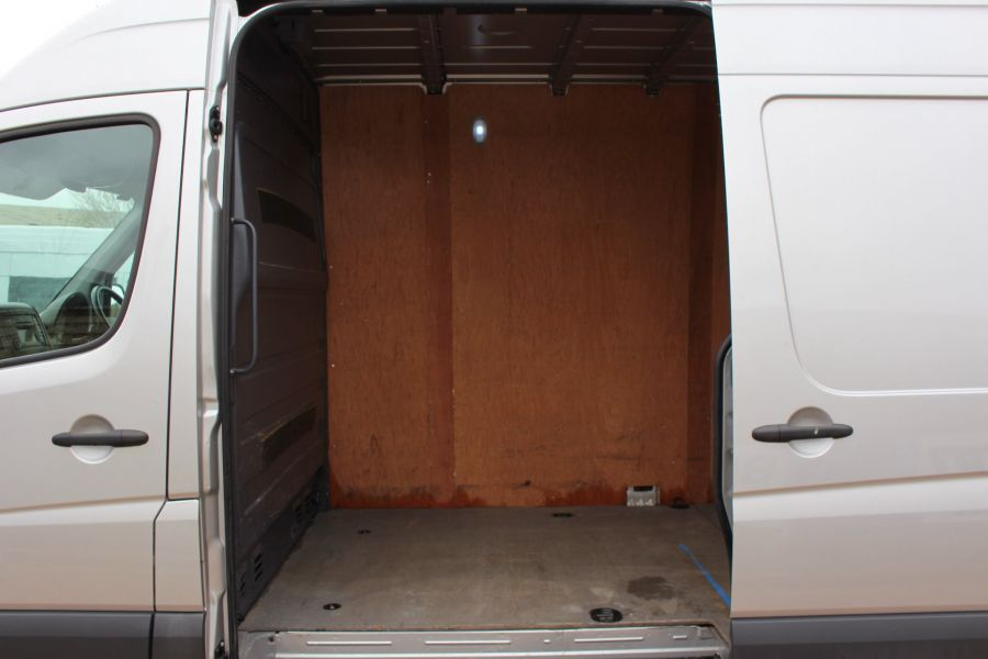 VOLKSWAGEN CRAFTER CR35 TDI 143 LWB HIGH ROOF - 7581 - 18