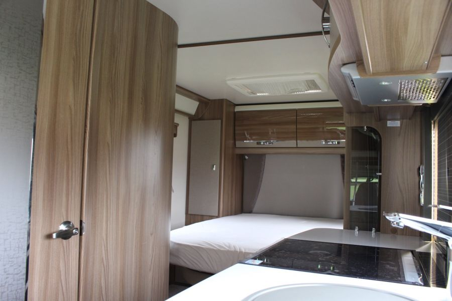 SWIFT KON-TIKI 669 HIGHLINE BLACK EDITION 6 BERTH, TAG AXLE, ISLAND BED - 8345 - 31