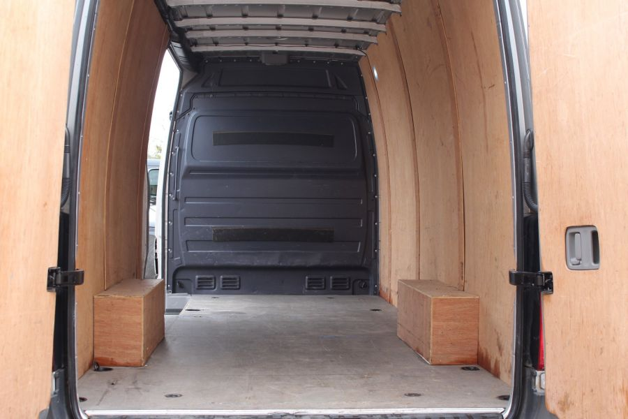 VOLKSWAGEN CRAFTER CR35 TDI 143 LWB HIGH ROOF - 7581 - 19