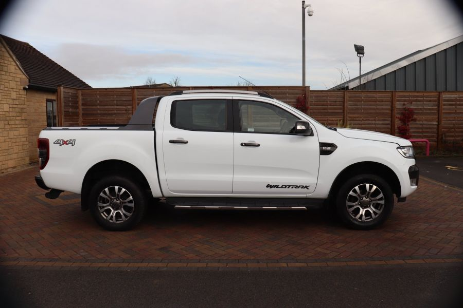 FORD RANGER WILDTRAK TDCI 200 4X4 DOUBLE CAB WITH ROLL'N'LOCK TOP - 8812 - 4