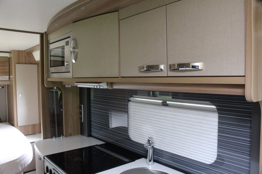 SWIFT KON-TIKI 669 HIGHLINE BLACK EDITION 6 BERTH, TAG AXLE, ISLAND BED - 8345 - 10
