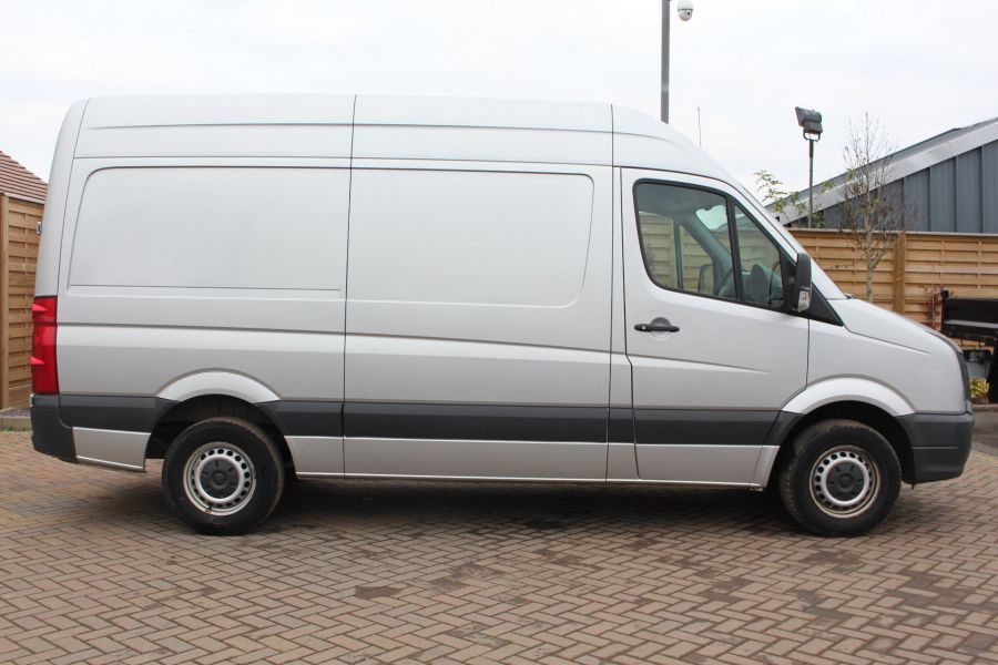 VOLKSWAGEN CRAFTER CR35 TDI MWB HIGH ROOF - 7130 - 4