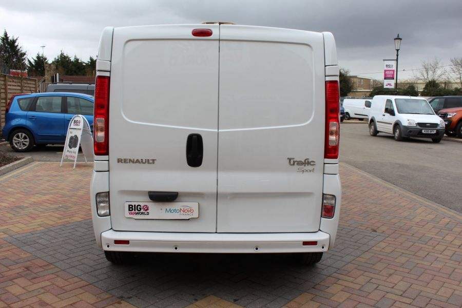 RENAULT TRAFIC SL27 DCI ECO2 115 SPORT QUICKSHIFT SWB LOW ROOF - 7484 - 6