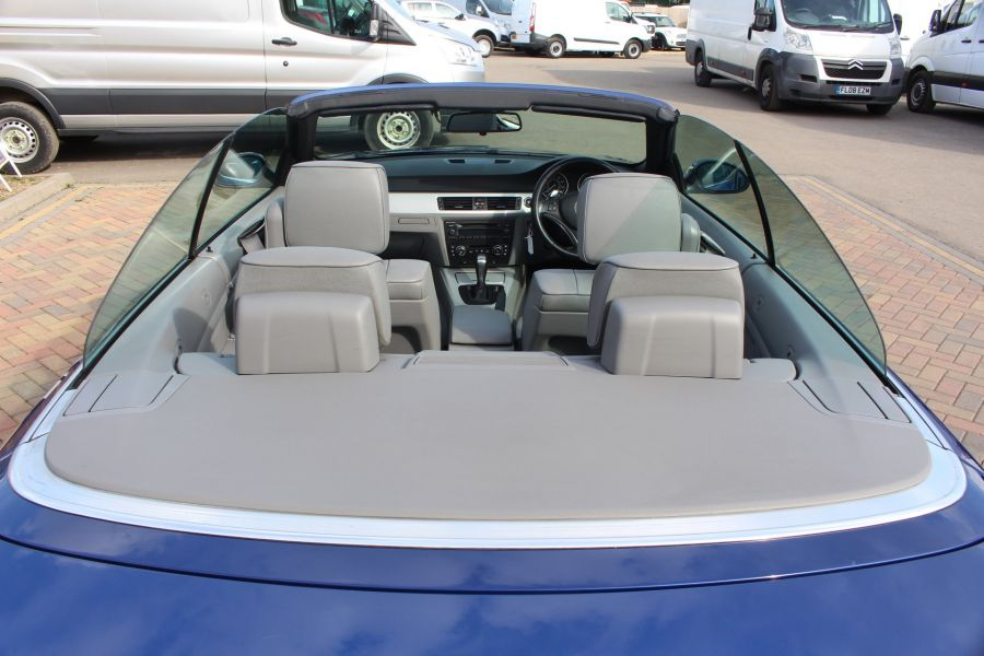 BMW 3 SERIES 330D SE AUTO CONVERTIBLE - 6042 - 27