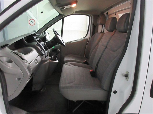RENAULT TRAFIC SL27 DCI 115 ECO2 SWB LOW ROOF - 6914 - 11