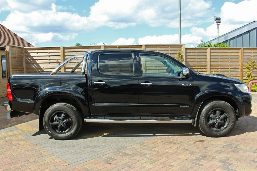 TOYOTA HI-LUX INVINCIBLE X 4X4 D-4D 171 DOUBLE CAB WITH ROLL'N'LOCK TOP - 9257 - 4