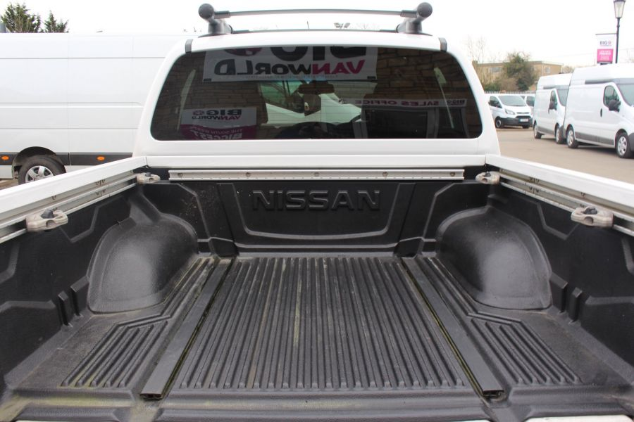 NISSAN NAVARA DCI 190 TEKNA CONNECT 4X4 DOUBLE CAB - 7425 - 25