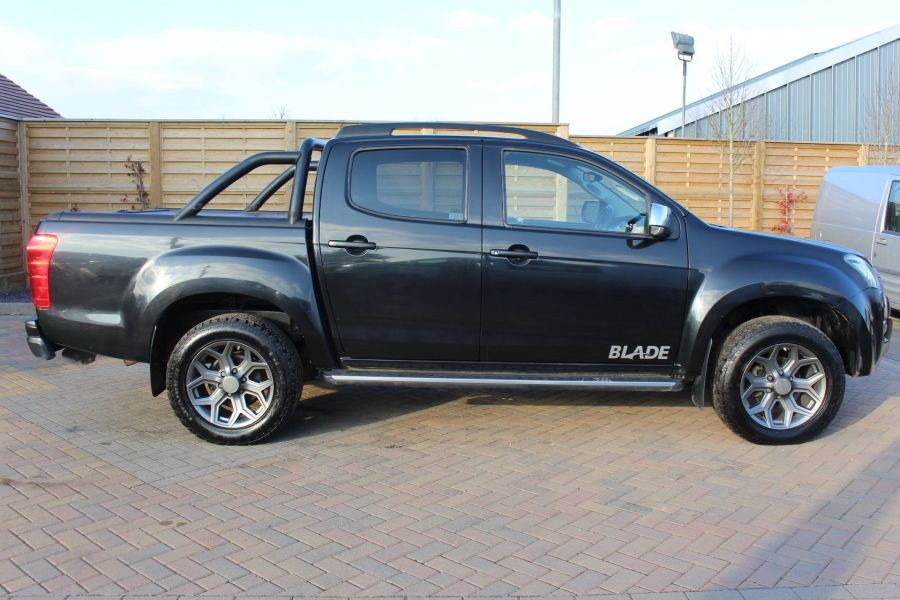 ISUZU D-MAX TD BLADE DOUBLE CAB 4X4 WITH ROLL AND LOCK TOP - 7242 - 4