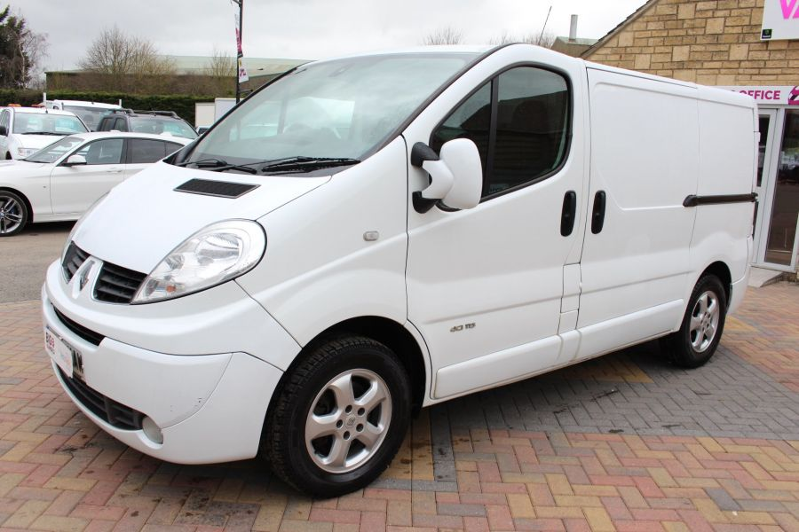 RENAULT TRAFIC SL27 DCI ECO2 115 SPORT QUICKSHIFT SWB LOW ROOF - 7484 - 8