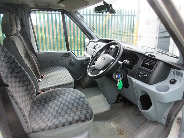 FORD TRANSIT 280 TDCI 125 TREND TOURNEO SWB LOW ROOF 9 SEAT MINIBUS FWD - 7621 - 8