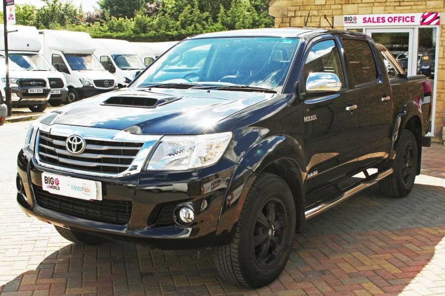 TOYOTA HI-LUX INVINCIBLE X 4X4 D-4D 171 DOUBLE CAB WITH ROLL'N'LOCK TOP - 9257 - 9