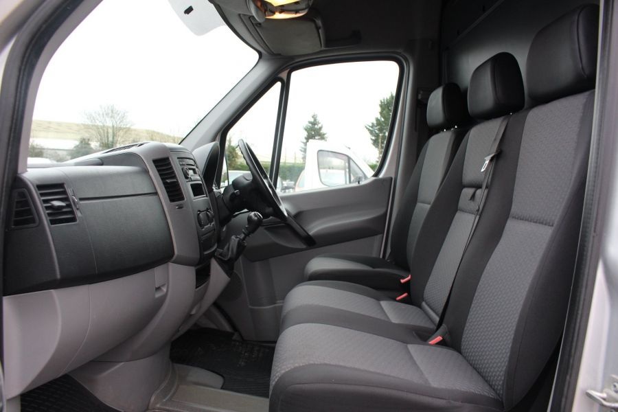 VOLKSWAGEN CRAFTER CR35 TDI MWB HIGH ROOF - 7130 - 16