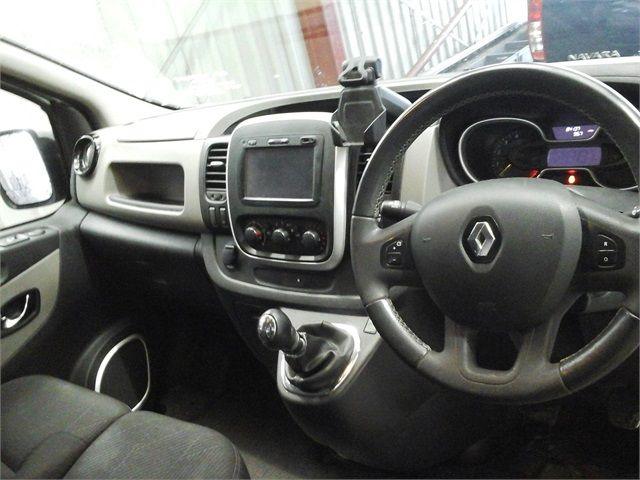 RENAULT TRAFIC SL27 DCI 120 SPORT ENERGY SWB LOW ROOF - 7629 - 10