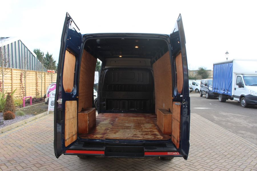 FORD TRANSIT 350 TDCI 140 LWB MEDIUM ROOF FWD - 7056 - 17