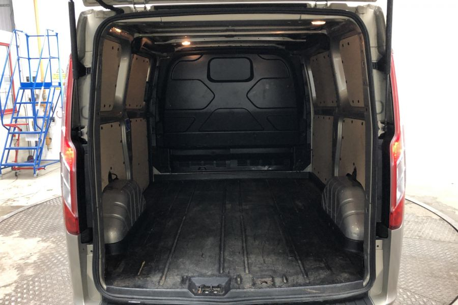 FORD TRANSIT CUSTOM 290 TDCI 170 L1H1 LIMITED SWB LOW ROOF FWD - 12194 - 31