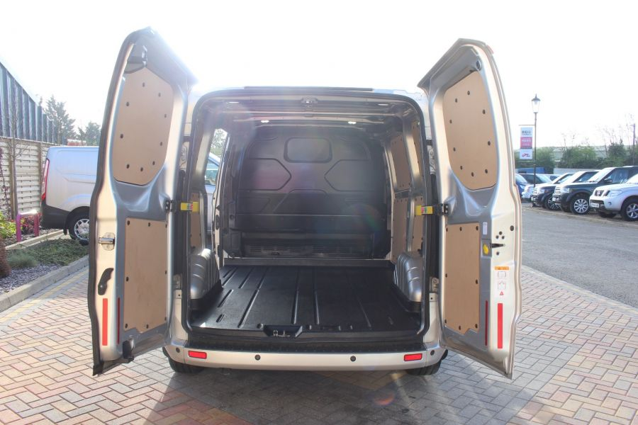FORD TRANSIT CUSTOM 270 TDCI 125 L1 H1 LIMITED SWB LOW ROOF FWD - 7620 - 22