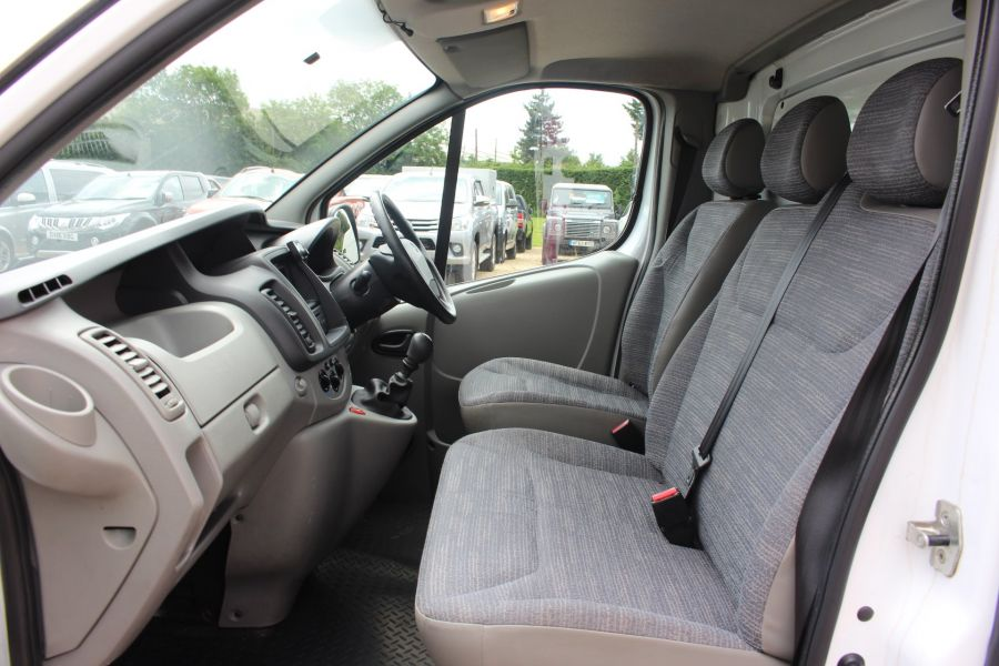 RENAULT TRAFIC SL27 DCI 115 SWB LOW ROOF - 6284 - 19