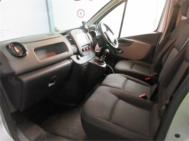 RENAULT TRAFIC SL27 DCI 120 SPORT ENERGY SWB LOW ROOF - 7629 - 13