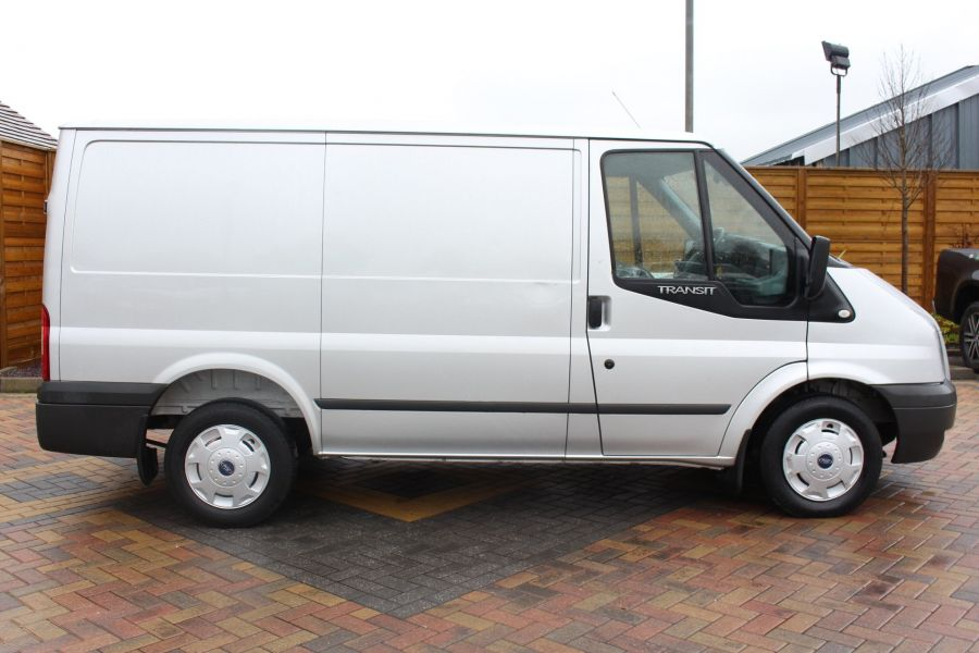 FORD TRANSIT 260 TDCI 100 TREND SWB LOW ROOF FWD - 7515 - 4