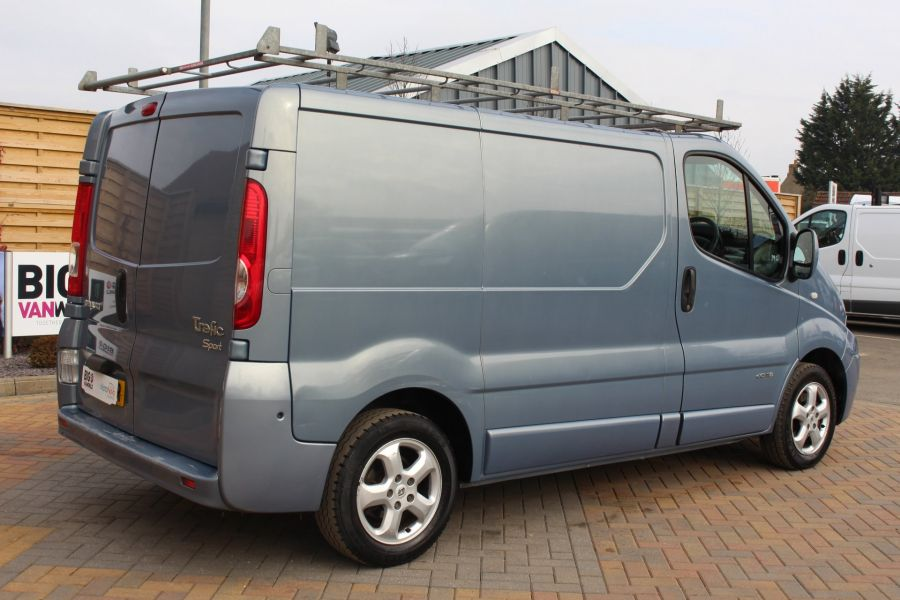 RENAULT TRAFIC SL27 DCI 115 SPORT SWB LOW ROOF - 7442 - 5