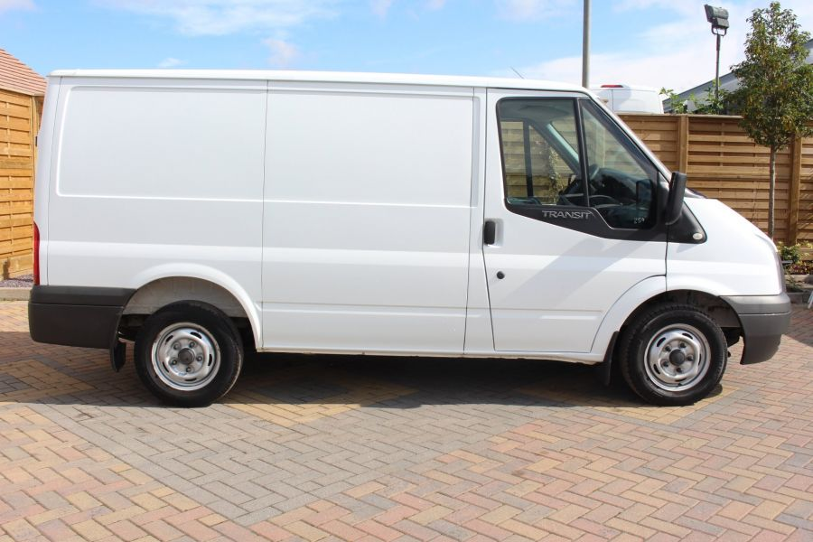 FORD TRANSIT 280 TDCI 125 SWB LOW ROOF FWD - 6451 - 4
