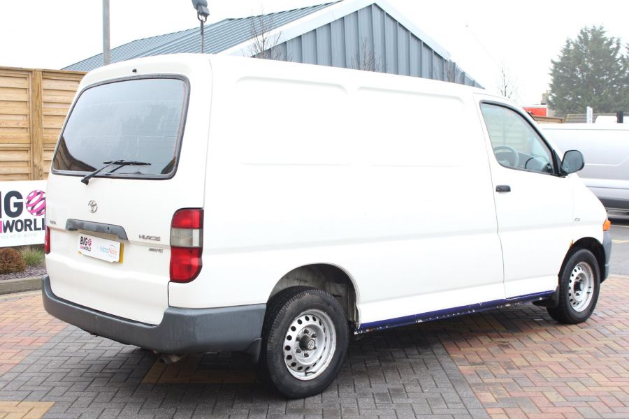 TOYOTA HI-ACE 280 GS SWB LOW ROOF - 7407 - 5