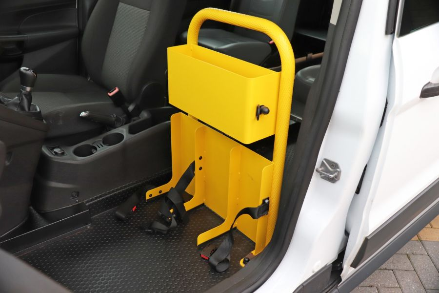 FORD GRAND TOURNEO CONNECT TDCI 95 COMBI VAN WITH WHEELCHAIR ACCESS - 11545 - 32