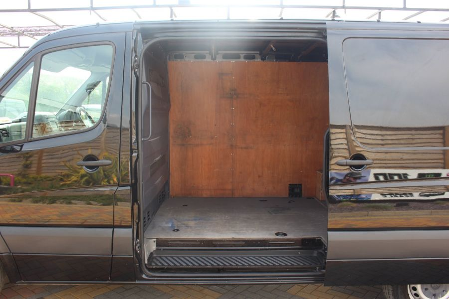 VOLKSWAGEN CRAFTER CR35 TDI 136 MWB STANDARD LOW ROOF - 9093 - 20