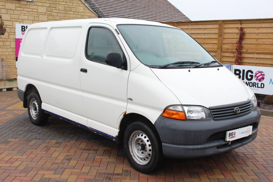TOYOTA HI-ACE 280 GS SWB LOW ROOF - 7407 - 3