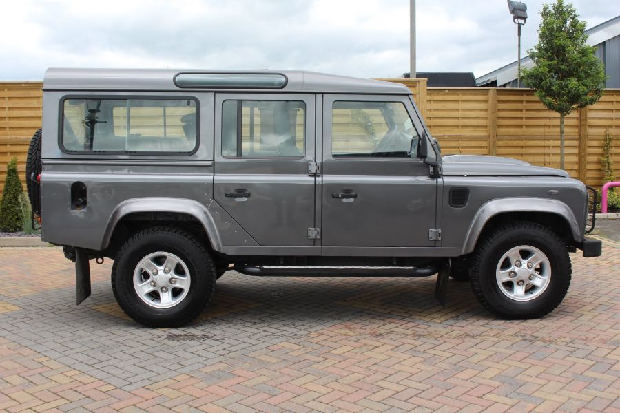 LAND ROVER DEFENDER 110 TD XS STATION WAGON 7 SEATER - 6197 - 4