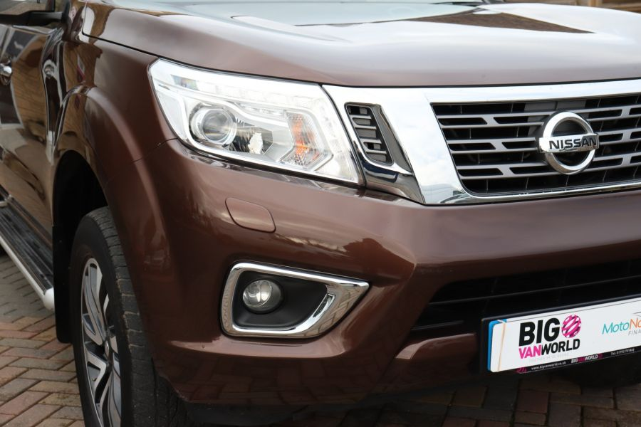 NISSAN NAVARA DCI 190 TEKNA 4X4  DOUBLE CAB WITH TRUCKMAN TOP AUTO - 10310 - 46