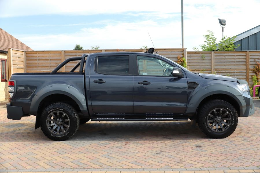 FORD RANGER TDCI 200 LIMITED EDITION 4X4 M-SPORT DOUBLE CAB WITH ROLL 'N' LOCK TOP - 9615 - 4