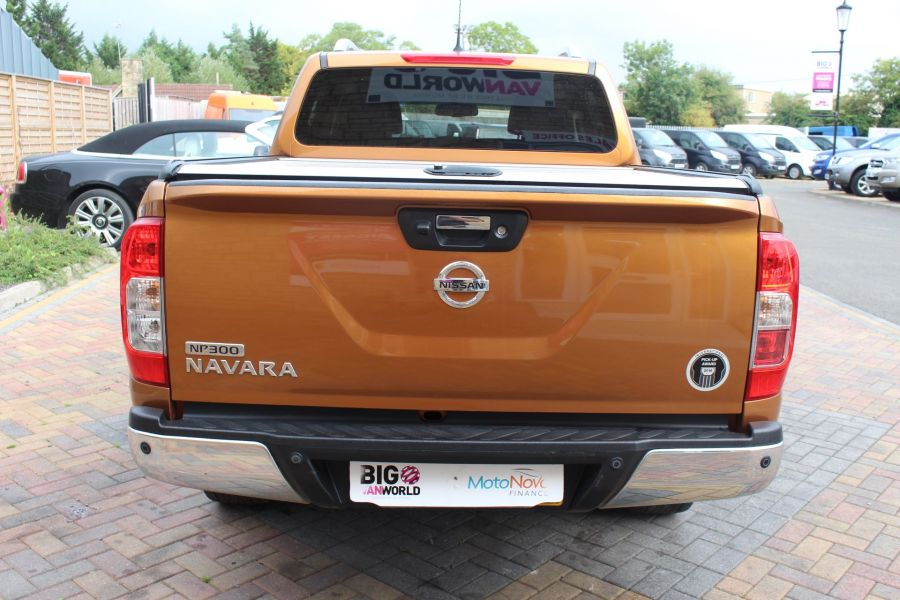 NISSAN NP300 NAVARA DCI 190 TEKNA 4X4 DOUBLE CAB WITH ROLL'N'LOCK TOP - 8313 - 6
