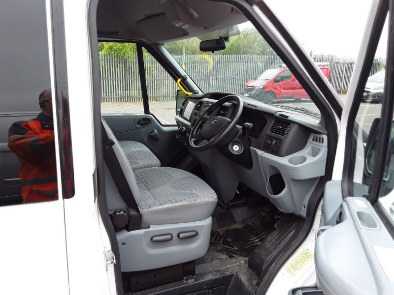 FORD TRANSIT 430 TDCI 135 EL LWB 17 SEAT BUS MEDIUM ROOF DRW RWD - 9424 - 8