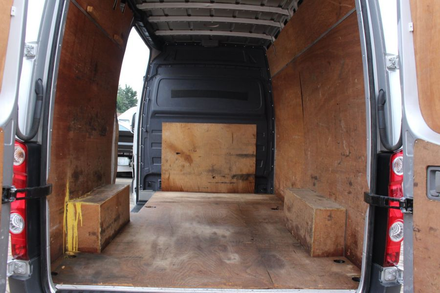 VOLKSWAGEN CRAFTER CR35 TDI MWB HIGH ROOF - 7130 - 20