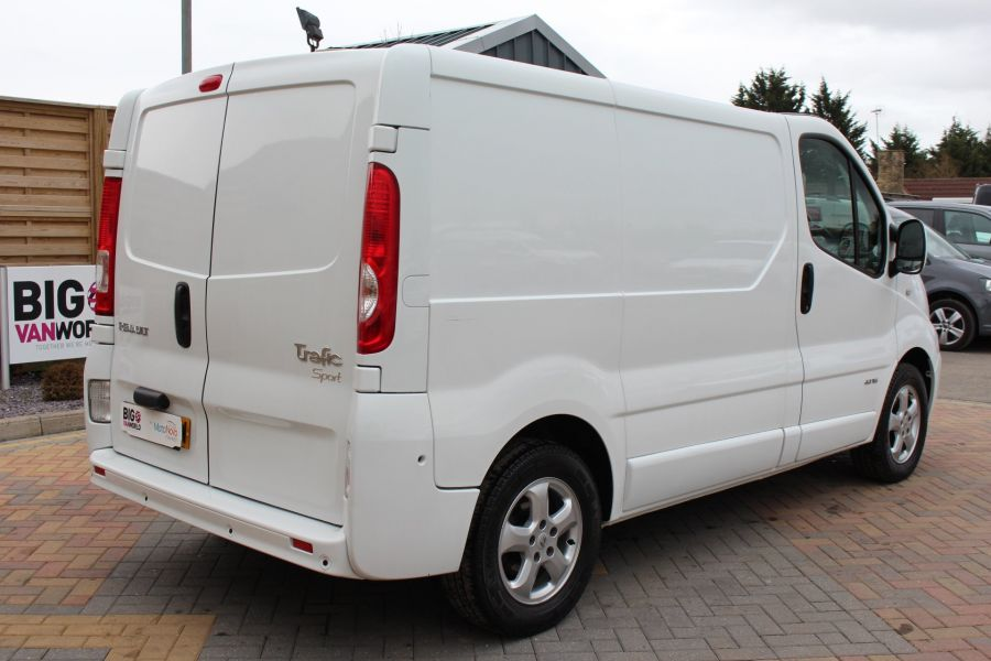 RENAULT TRAFIC SL27 DCI ECO2 115 SPORT QUICKSHIFT SWB LOW ROOF - 7484 - 5