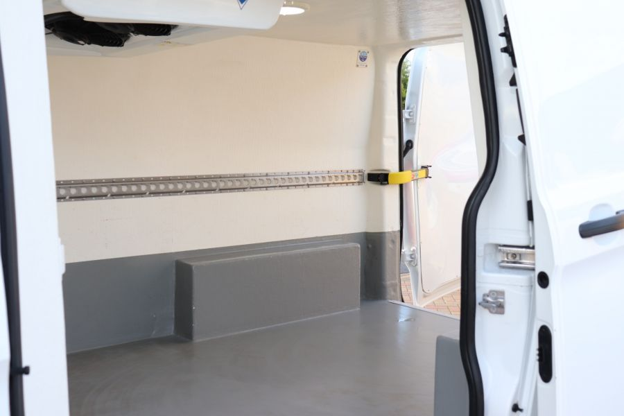 FORD TRANSIT CUSTOM 270 TDCI 105 L1H1 SWB LOW ROOF FRIDGE VAN WITH OVERNIGHT FWD - 11587 - 36