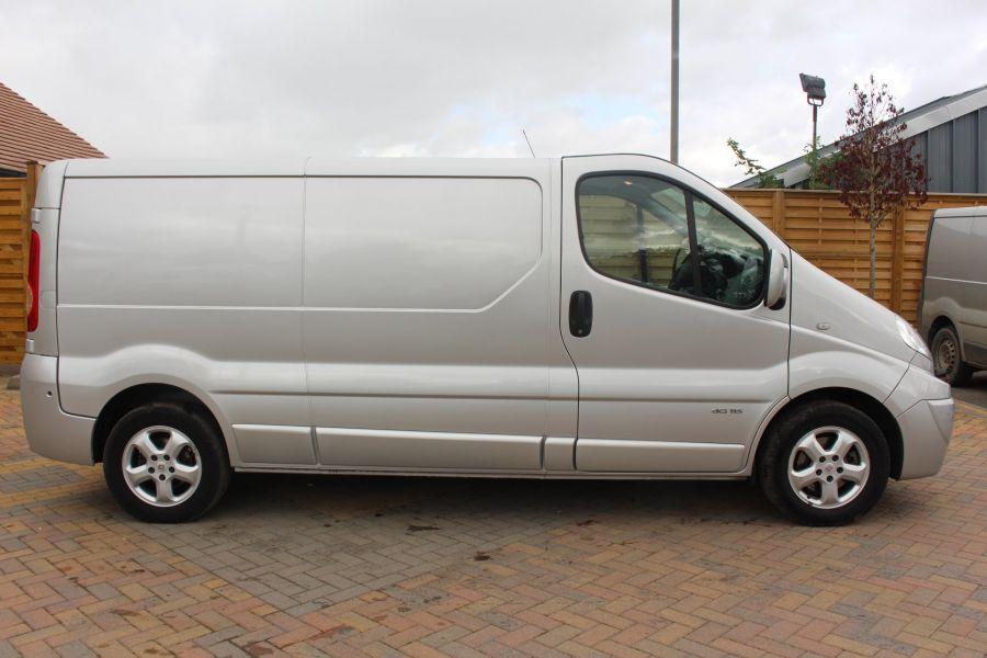 RENAULT TRAFIC LL29 DCI 115 SPORT SPECIAL EDITION LWB LOW ROOF - 6693 - 4