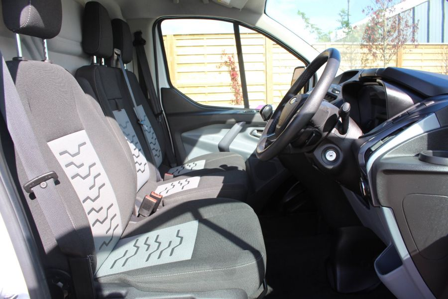 FORD TRANSIT CUSTOM 270 TDCI 125 L1 H1 LIMITED SWB LOW ROOF FWD - 6799 - 12